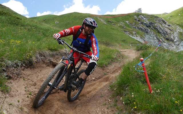MTB reise Aostatal - Trailcamp mit shuttle bikepark besuchen und top mtb freeride guide. entdecke die trails des aosta tals. trailholidays mountainbike reisen